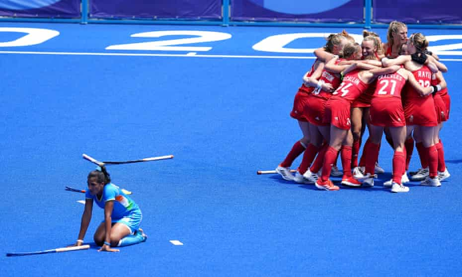 Great Britain players celebrate winning Olympic bronze after beating India at the Oi Hockey Stadium in Tokyo.