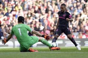 Cech blocks the shot from Walcott.