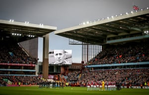 A minute's applause was held in memory of the late Aston Villa Manager Ron Saunders ahead of the club's match with Leicester.