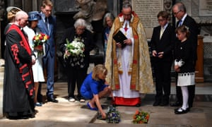 Stephen Hawking's daughter Lucy lays flowers over her father's ashes.