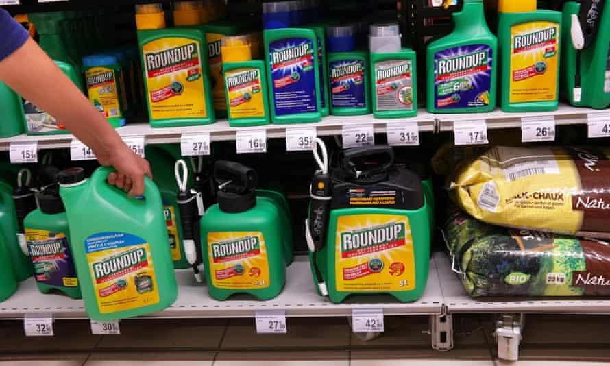Roundup Weedkillers in supermarket