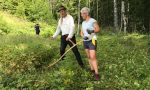 Mowing exercise at a meadow with high biodiversity in the northern part of Oslo.
