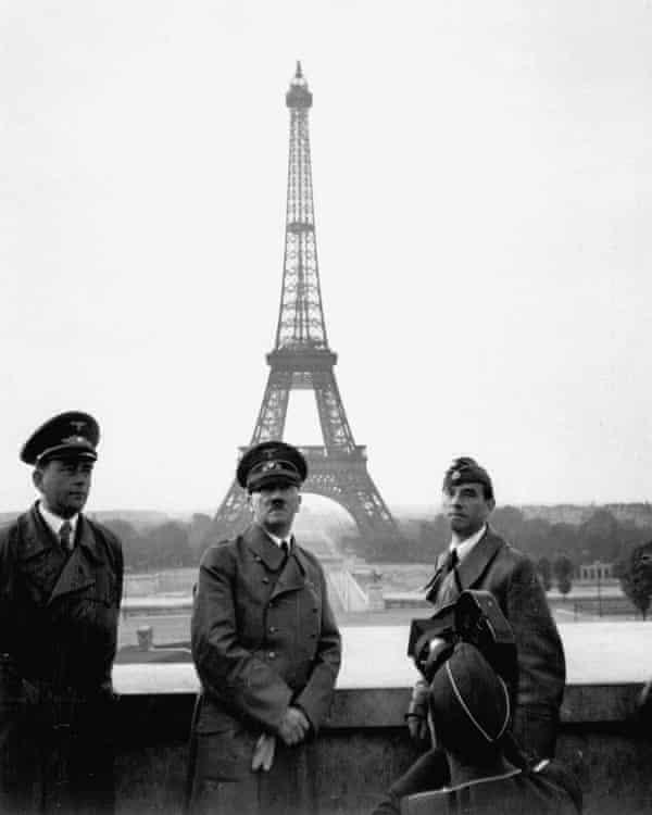 Albert Speer (left) and Arno Breker (right) with Adolf Hitler in 1940.