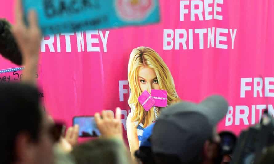 Supporters gather outside court during a hearing in Britney Spears' conservatorship case in June 2021.