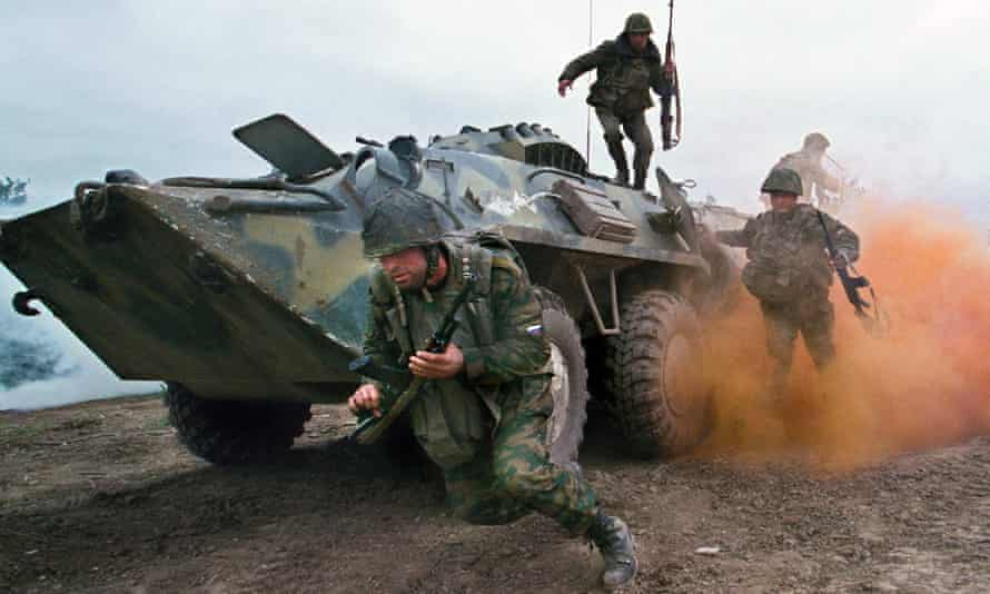 Russian troops in Khatuni, Chechnya, in May 2000.