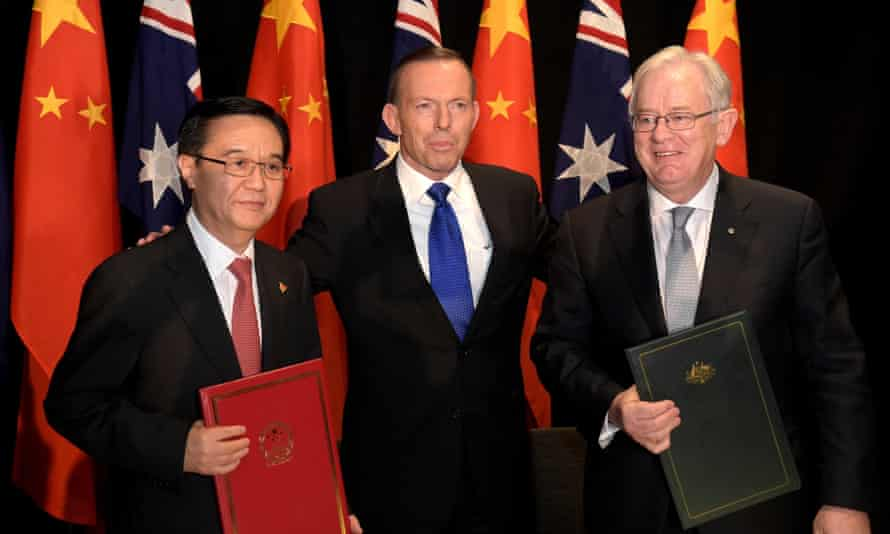 Chinese Minister of Commerce, Gao Hucheng, with Tony Abbott and Andrew Robb after signing the free trade agreement in July 2015.