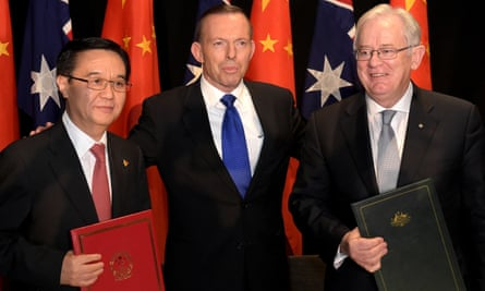 Chinese minister of commerce Gao Hucheng, Tony Abbott and trade minister Andrew Robb pose for a photograph after signing the free trade agreement on 17 June in Canberra.