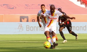 Gaël Kakuta gives Lens the lead against Nice.
