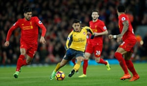 Alexis Sanchez takes on the Liverpool defence.