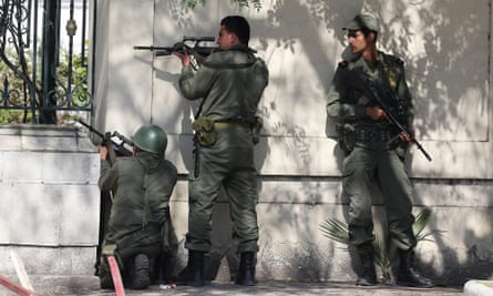 Tunisian armed forces outside the Bardo museum during the attack