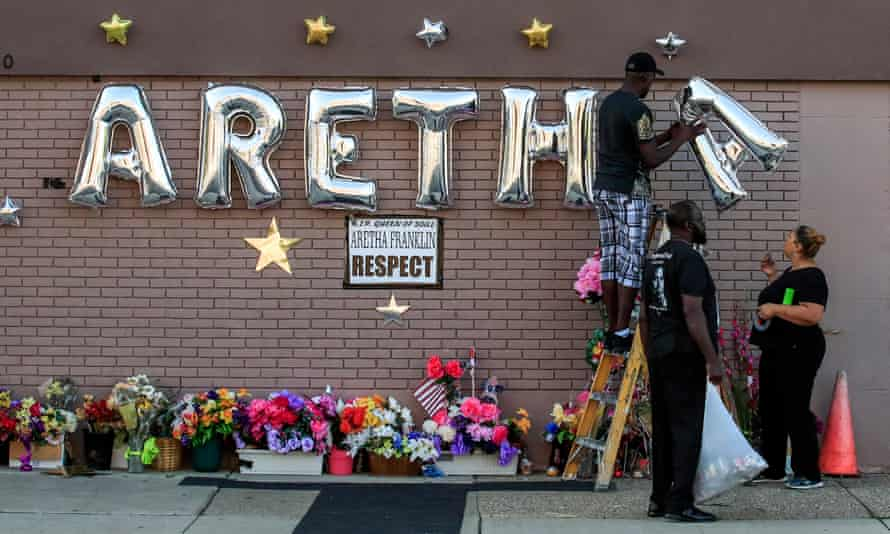 Memorial for Queen of Soul Aretha Franklin outside the New Bethel Baptist Church before her body arrives for a public viewing in Detroit, Michigan, on 30 August.