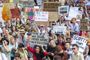 Australians rally to criticise climate inaction over the bushfire crisis, with about 10,000 turning out in Sydney