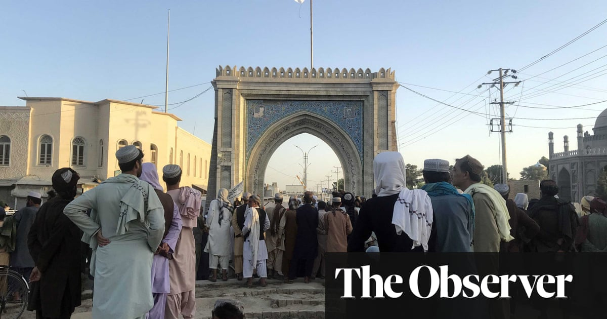 Afghans flee Kabul in panic as Taliban forces close in