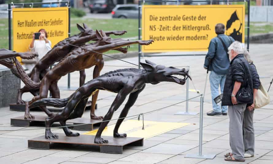 Sculptures erected by artist Rainer Opolka depicting wolves making a Nazi salute in Chemnitz on 13 September after the recent far-right demonstrations.