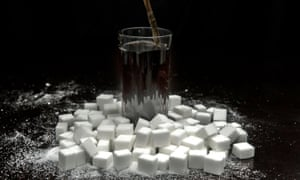 Fizzy drink with sugar cubes