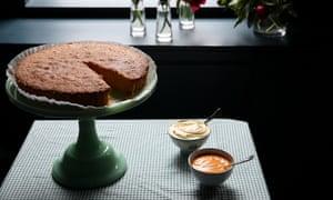 Polenta cake, lemon curd and cream