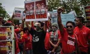 Malay red-shirt supporters demonstrate outside the office of popular online news portal Malaysiakini in Petaling Jaya, near Kuala Lumpur on Saturday.