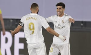 Real Madrid's Marco Asensio (right) celebrates with Karim Benzema after scoring against Alavés.
