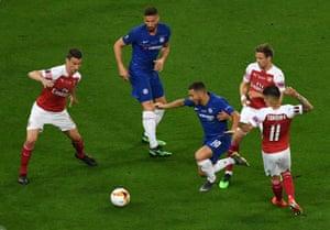 Eden Hazard of Chelsea goes past Nacho Monreal and Lucas Torreira of Arsenal.