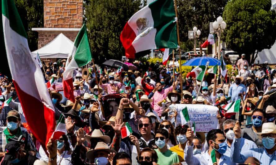 Meksikalı çiftçiler, Chihuahua eyaleti Delicias'ta suyun ulusal savunması için gösteri yapıyor.