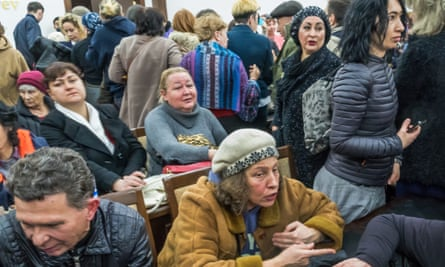 Angry people in Tashkent demand answers from officials over concerns that their homes are due for demolition.