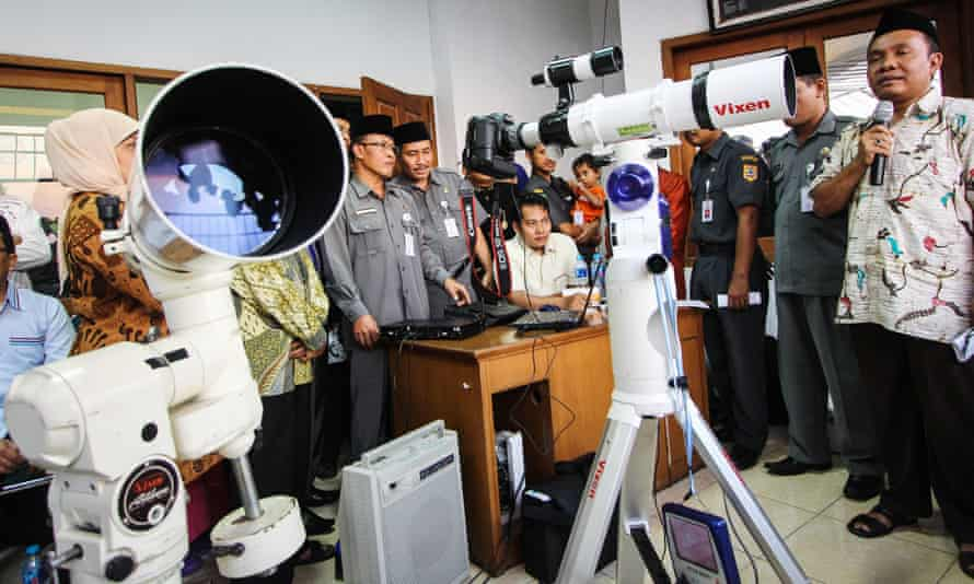 Indonesian Muslims use a telescope to look for the new moon