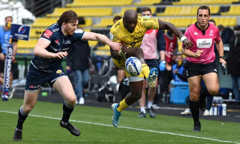 Raymond Rhule breaks past Simon Hammersley to score La Rochelle's fourth try against Sale at the Stade Marcel Deflandre