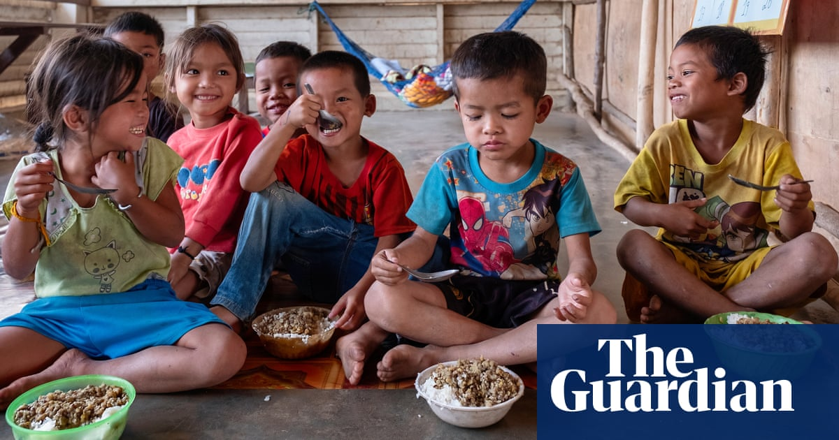 'Failing' food system leaves millions of children malnourished or overweight