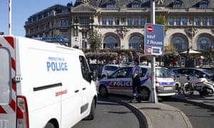 A police bomb disposal van arrives at the Gare de Lyon station in Paris