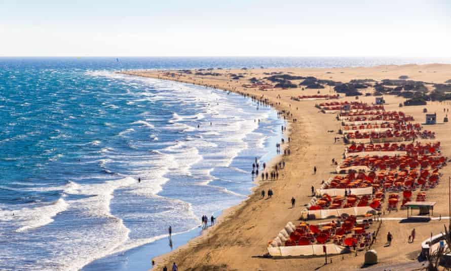 Maspalomas Beach (Playa de Maspalomas) on the south part of Gran Canaria island, Canary Islands.