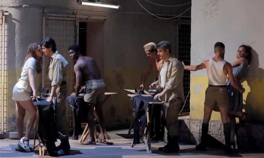 Scene from Christophe Honoré's Così fan tutte