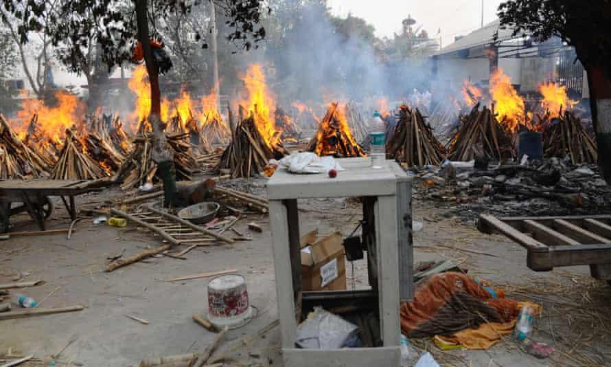 Mass cremation for Covid-19 victims in Delhi, India.