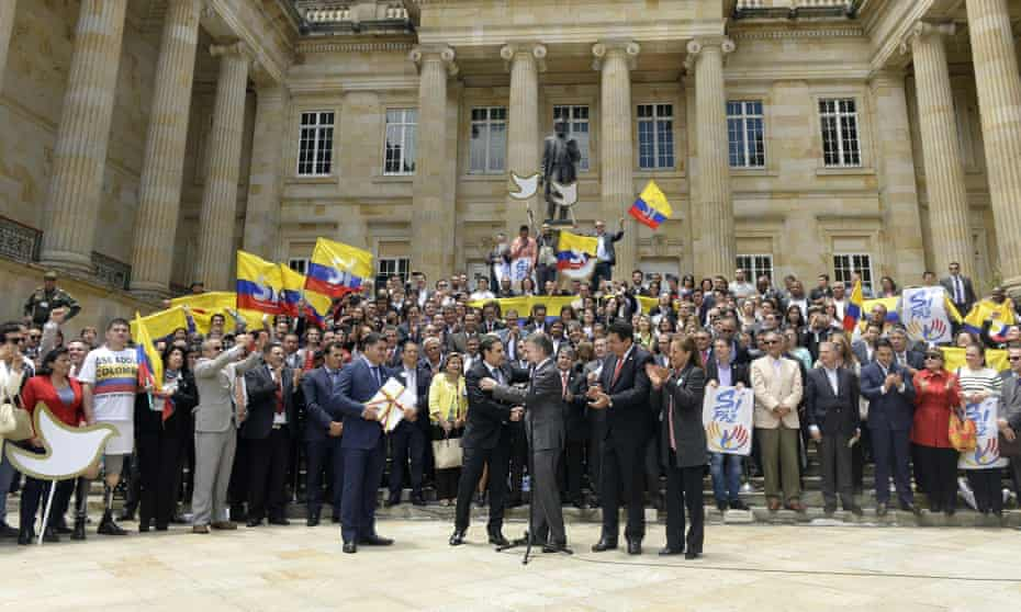 President Juan Manuel Santos (centre) delivers the peace agreement with the Farc to Congress.