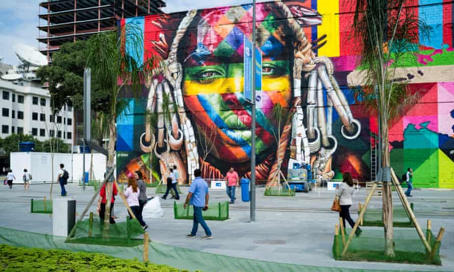 A mural by Eduardo Kobra in Boulevard do Porto.