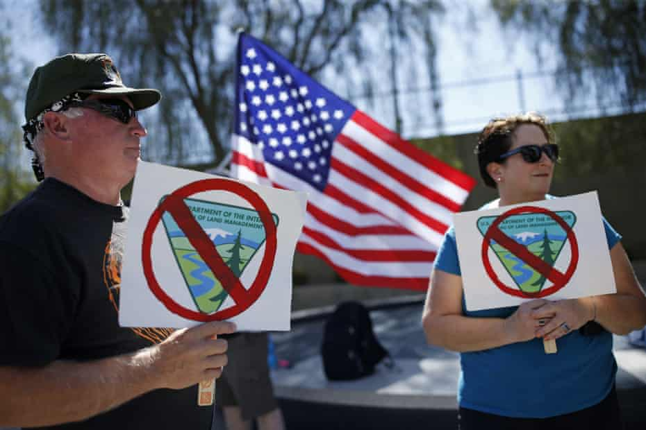 Supporters of Cliven Bundy outside a Las Vegas federal courthouse in 2016.