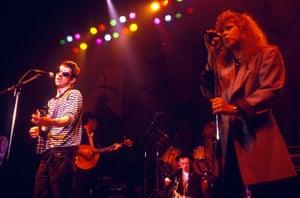 شین MacGowan و Kirsty MacColl در سال 1988 اجرا می کنند.