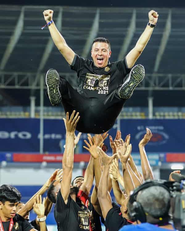Sergio Lobera enjoy his side's title win.