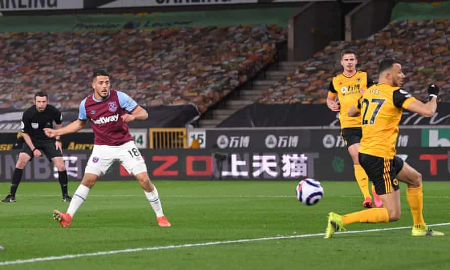 Pablo Fornals scores West Ham's second goal at Wolves