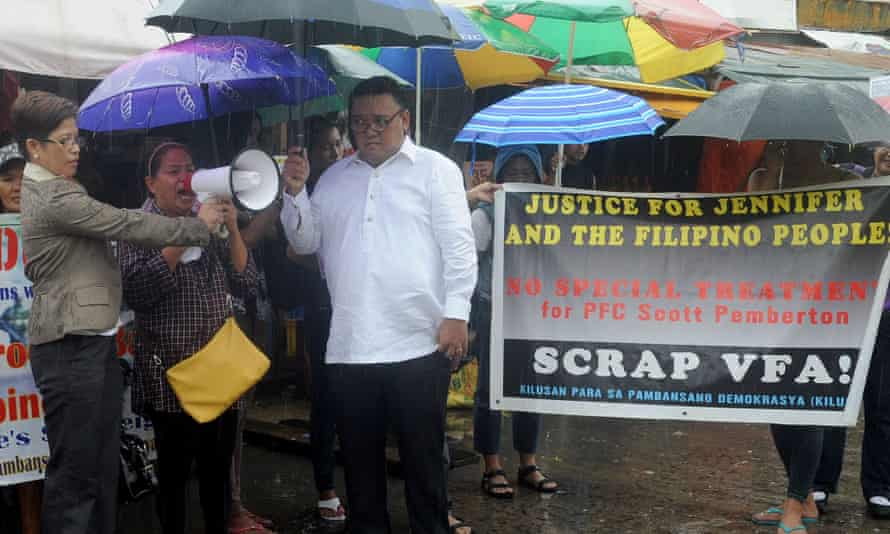 The mother of murder victim Jennifer Laude, Julita Cabillan, second left, flanked by lawyers, joins protesters outside the Hall of Justice in the Philippine city of Olongapo on 10 August.