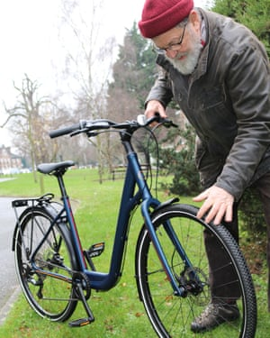 Jeremy Adams, 76, examines the Islabikes Joni.