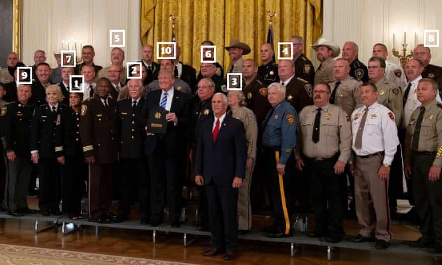 Donald Trump and Vice-President Mike Pence pose for a picture with a group of sheriffs.