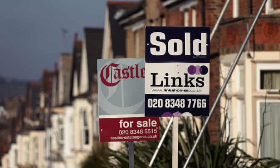 The national average asking price of a home fell by 0.3% in August and now stands at £337,371, says Rightmove