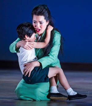 Karah Son with Rupert Wade in Glyndebourne's 2016 touring production.