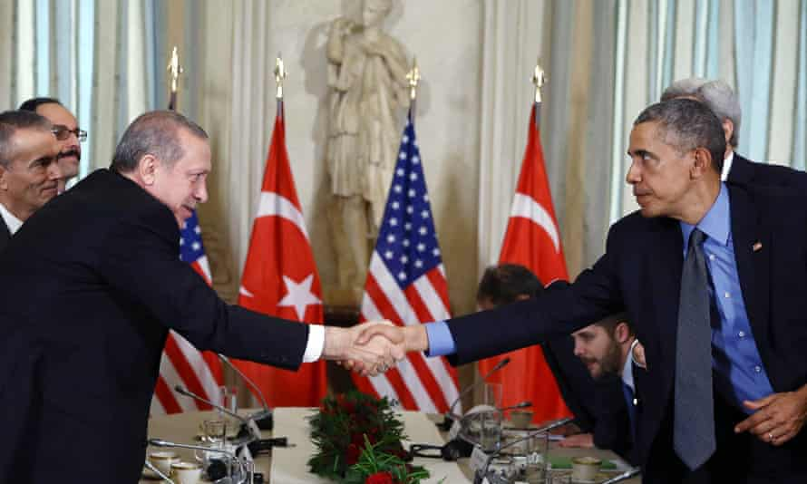 Recep Tayyip Erdoğan and Barack Obama shake hands after a meeting in Paris