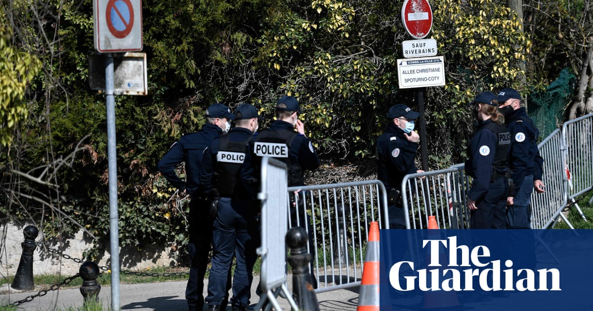 French tycoon Bernard Tapie tied up and beaten in burglary