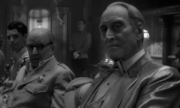 Arliss Howard and Charles Dance in Mank
