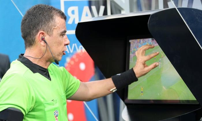 VAR a um 'caminho bastante distante' de ser usado em jogos da Football League