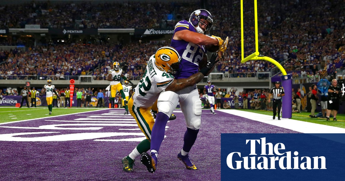 Sam Bradford stars as Vikings beat Packers but Adrian Peterson injures knee 06f7117f4
