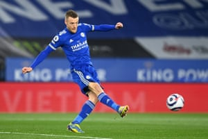 Jamie Vardy gives Leicester the lead.