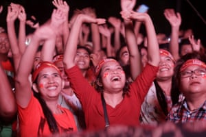 Supporters of Myanmar's opposition National League for Democracy party watch the vote counting of the multi-party general election in Yangon, Myanmar, 10 November 2015.